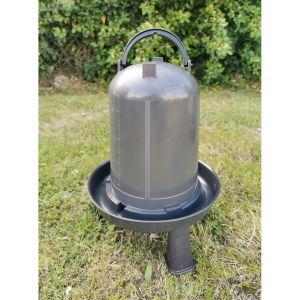 Abreuvoir-poule-sur-pieds-plastique-recyclé-10-litres-vue-principale