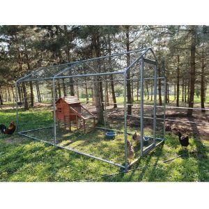 Enclos-grillagé-en-métal-pour-poules-8m²-vue-3/4