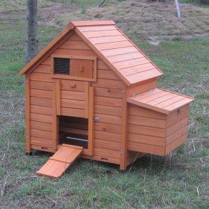 Poulailler-Bassette-M-4-à-6-poules-toit-bois-vue-face